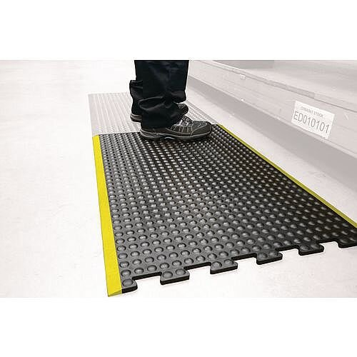 Bubblemat With Yellow Edge  Interlocking Middle Tile. 0.6M X 0.9M